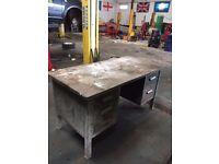 Steel heavy duty workbench with draws