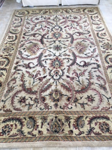 Area rug: 7ft x 10ft