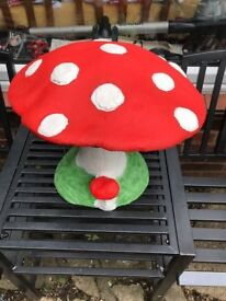 GARDEN ORNAMENT - TOAD STOOL