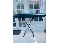 YAMAHA: P-95 P95 DIGITAL PIANO BLACK inkl Stand and Exam materials