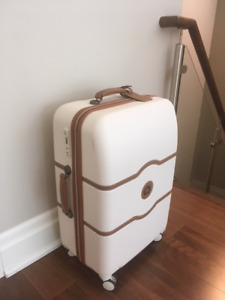 """DELSEY Chatelet Plus 24"""" Spinner Suitcase (Excellent Condition)"""