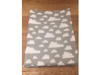 Färg Form Baby Changing Mat - Clouds Grey