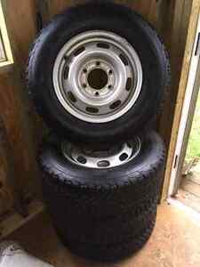 Set of 4 winter tires with rims - Mint!