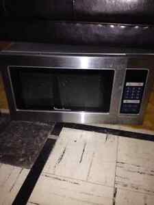 Stainless Microwave West Island Greater Montréal image 1