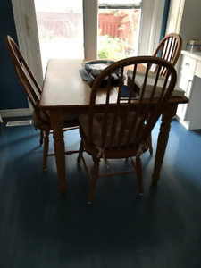 Estate Sale Kitchen Table and Chairs