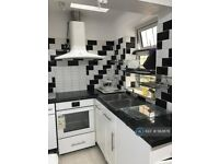 5 bedroom house in Ramsay Road, London, E7 (5 bed) (#583676)