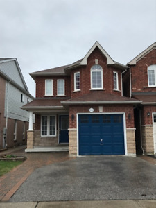 House For Lease In Central Pickering