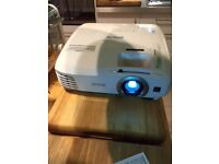 EPSON EH-TW5350 PROJECTOR - ALMOST NEW. LESS THAN A YEAR OLD