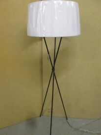 TOP QUALITY BLACK METAL TRIPOD FLOOR STANDING LAMP 180cm TALL WITH WHITE PLEATED SHADE BRAND NEW