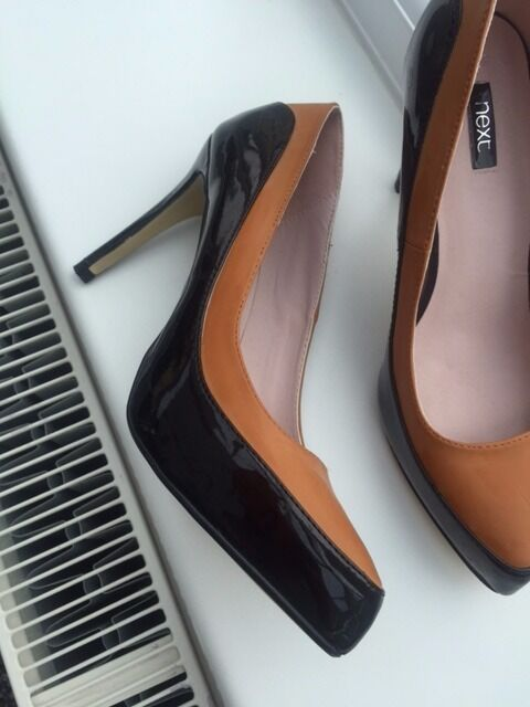 bn LADIES BLACK AND TAN HIGH HEEL SHOES UK 6 / 39 FROM NEXT NEVER