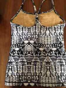 Lululemon tank top with built in bra Kingston Kingston Area image 2