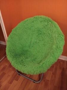 Chaise en fausse fourrure verte lime