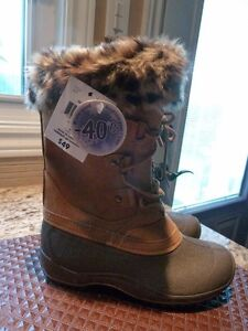 NEW Ladies/Girl's size 5 mid high lace boots