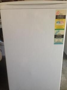 WASHING MACHINE FOR SALE - MAKE AN OFFER Carrara Gold Coast City Preview