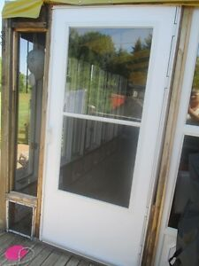 WHITE ALUMINIUM STORM DOOR EXCELLENT CONDITION