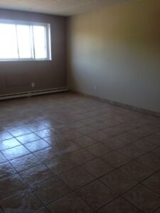 LARGE 2 BDRM AVAILABLE MAY 31! $1050+++