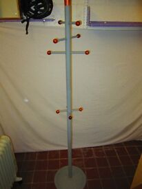Coat stand . Could be taken apart .