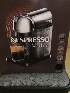 Cafetière Nespresso Virtuo et mousseur Aerocino3, neufs