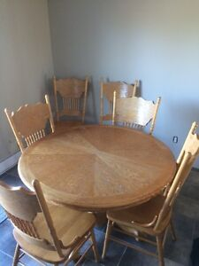 Table ronde en bois avec 6 chaises - harwood round table&chairs