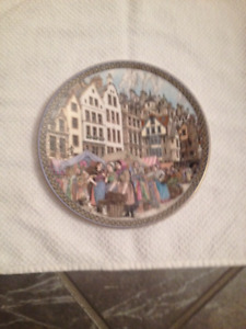 ROYAL WORCESTER COLLECTOR PLATE-MARKET DAYS CLOTH SELLER