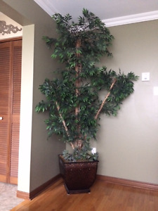 8 FEET TALL ARTIFICIAL TREE