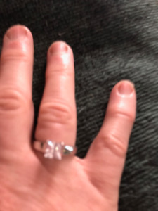 10 ct. WHITE GOLD ENGAGEMENT RING.  SIZE 7