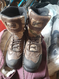 New Danner Gore tex camo womens hunting boots