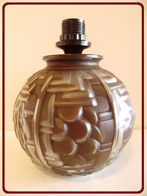 """ART DECO : Pied de lampe en verre moulé modèle """"BALTARD - MARRON""""."""