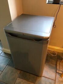 Indesit free standing Under Counter fridge - silver