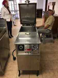 Henny Penny PFG 500 electric pressure fryers   (2 units) Windsor Region Ontario image 2
