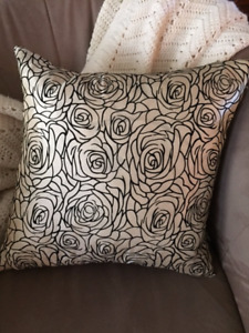 Gold roses accent pillow