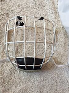 Easton E700 Hockey Cage / Small **NEW*
