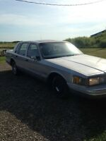 1993 Lincoln town car SUPER LOW KMS!