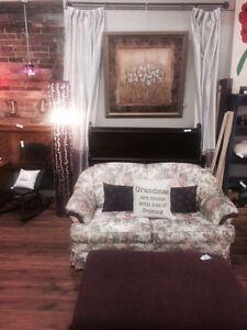 Skaler Peppler-Love seat couch
