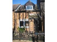 1 bedroom house in Jasper Road, London, E16 (1 bed)