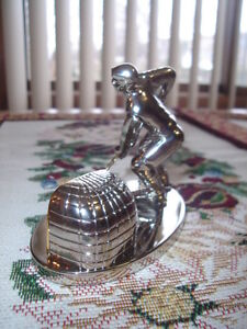 ~BREEZE COLLECTION ~ MINIATURE SILVER HOCKEY PLAYER CLOCK $29.99