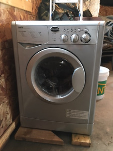 Splendide 7100XC Ventless RV Washer/Dryer, Less than 10 washes,