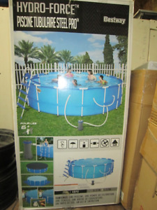 Above ground pool - Like NEW condition