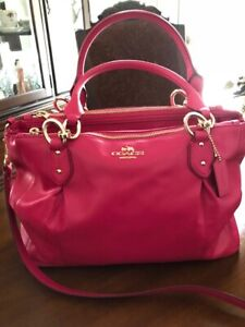 AUTHENTIC  COACH  PURSE  BRAND NEW WITH TAG