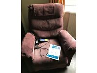 Rise recliner chair with heat and massage