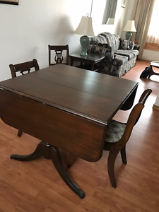 Duncan Fife Table and Chairs - Matching Hutch