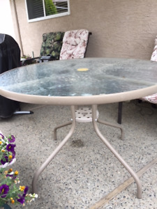 40 inch glass top patio table