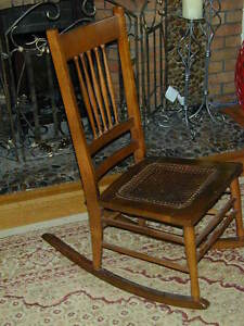 ANTIQUE ROCKING CHAIR IN EXCELLENT CONDITION