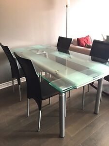Glass extendable Dining room table