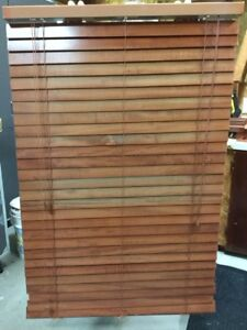 3 stores horizontaux en bois