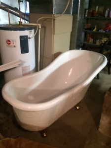 Acrylic Claw foot Slipper tub and freestanding faucet