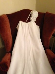 Lovely flowing Wedding Gown... size 16 Petite