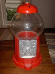 Bubble Gum Dispenser Fish Tank