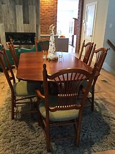 Solid Maple Dining Table Buffet and Hutch w 10  chairs
