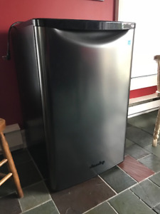 Mini fridge - in excellent condition